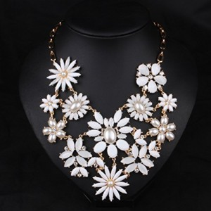 SunIfSnow-Fashion-Beige-Twelves-Sun-Flower-Necklace-0